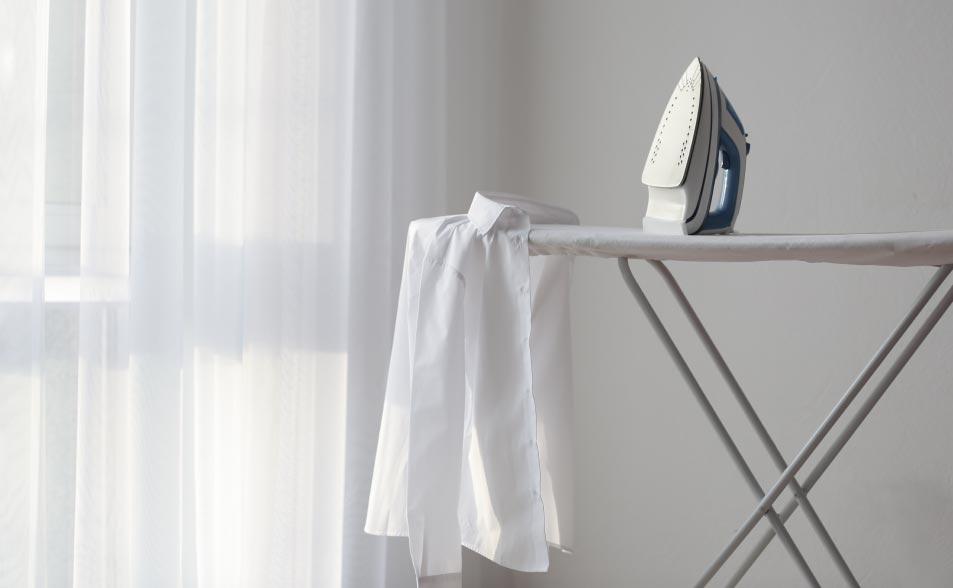 Cómo planchar un pantalón, mesa para planchar