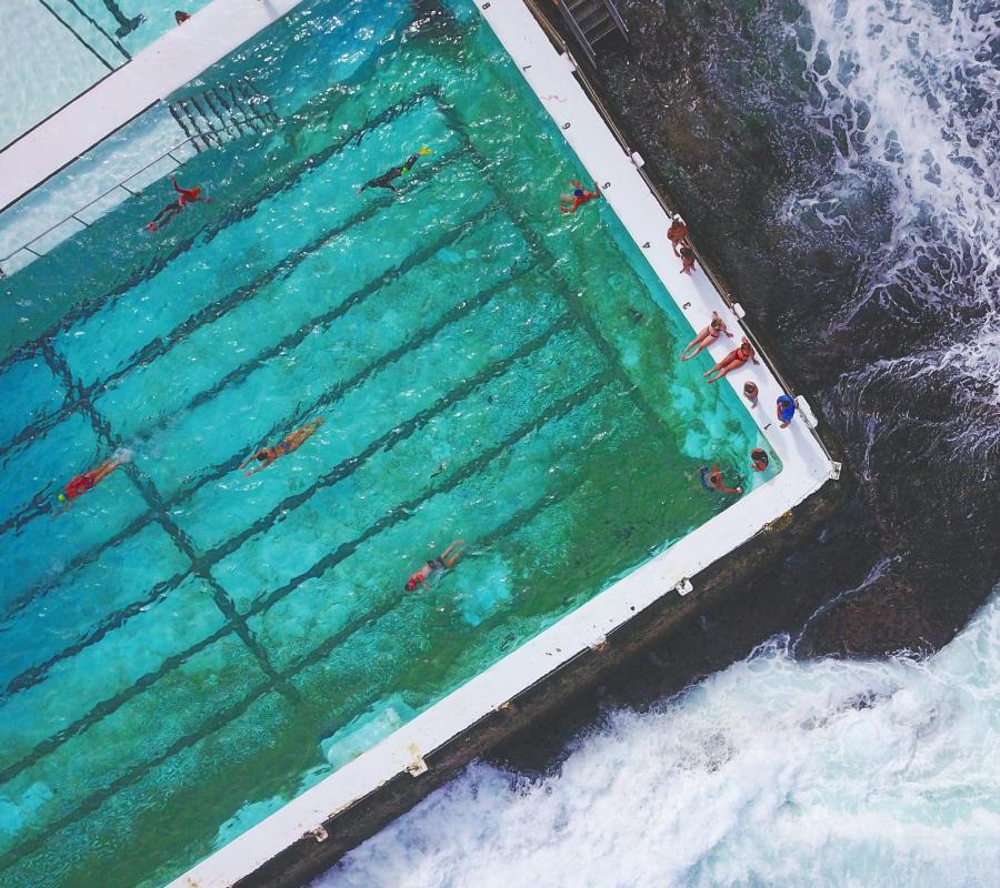 como impermeabilizar una piscina - Piscina con mar