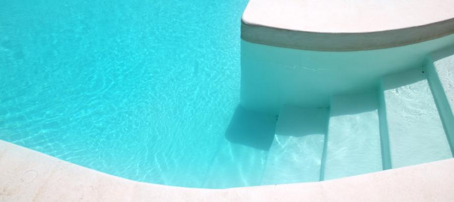 como impermeabilizar una piscina - Piscina blanca