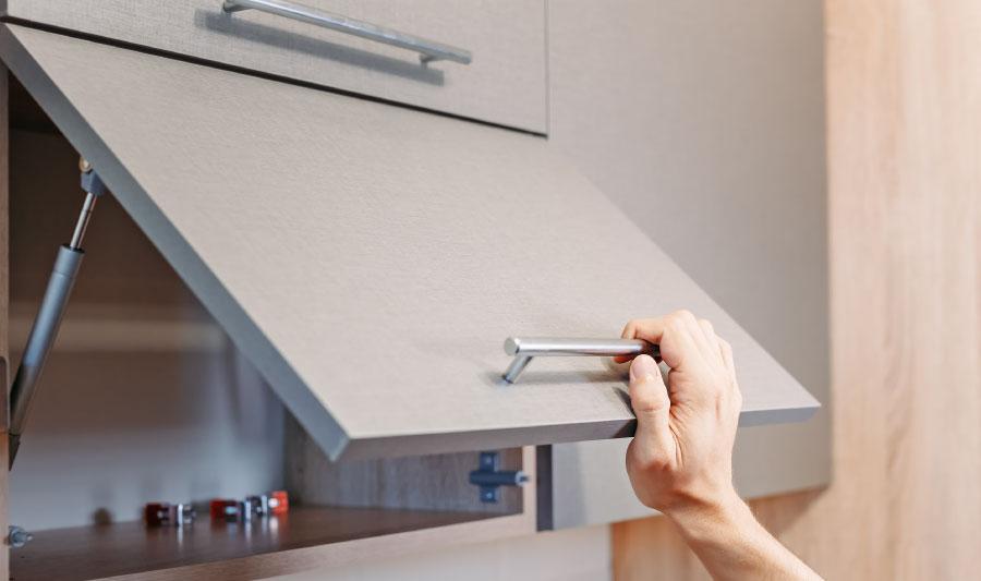 cómo hacer una cocina integral - abre los huecos donde irán las bisagras