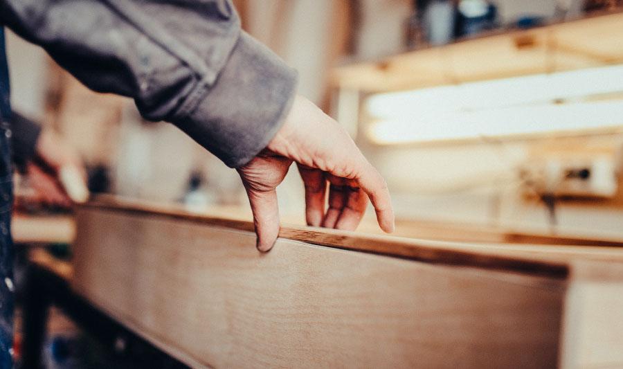 cómo hacer una cocina integral - atornilla las piezas laterales