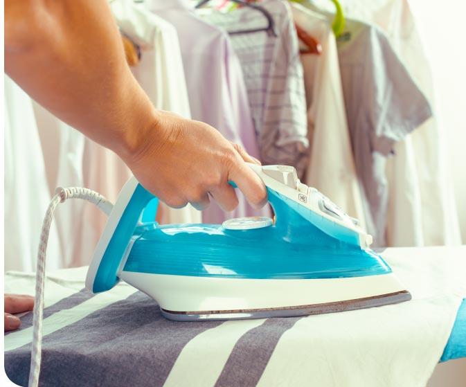 Cómo quitar la grasa de la ropa planchandola