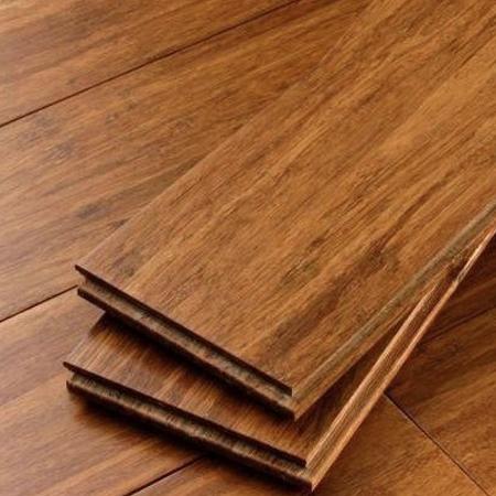 C mo instalar un piso laminado de madera de ingenier a for Piso laminado de madera