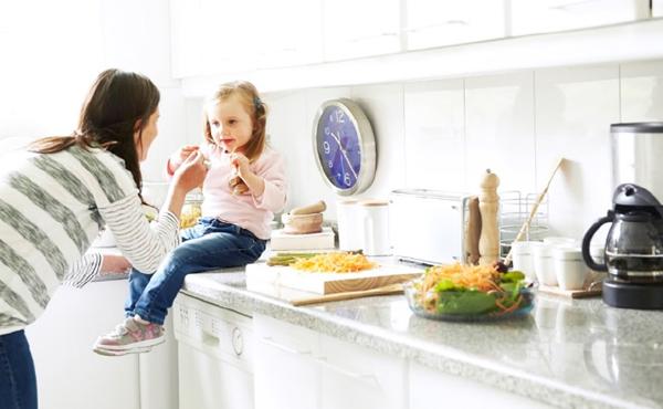 Ahorra espacio y armoniza tu hogar con la adecuada for Distribucion de muebles de cocina