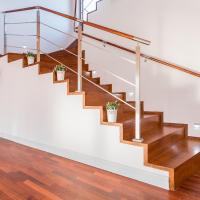 asesoría en barandas para escalera en acero y vidrio